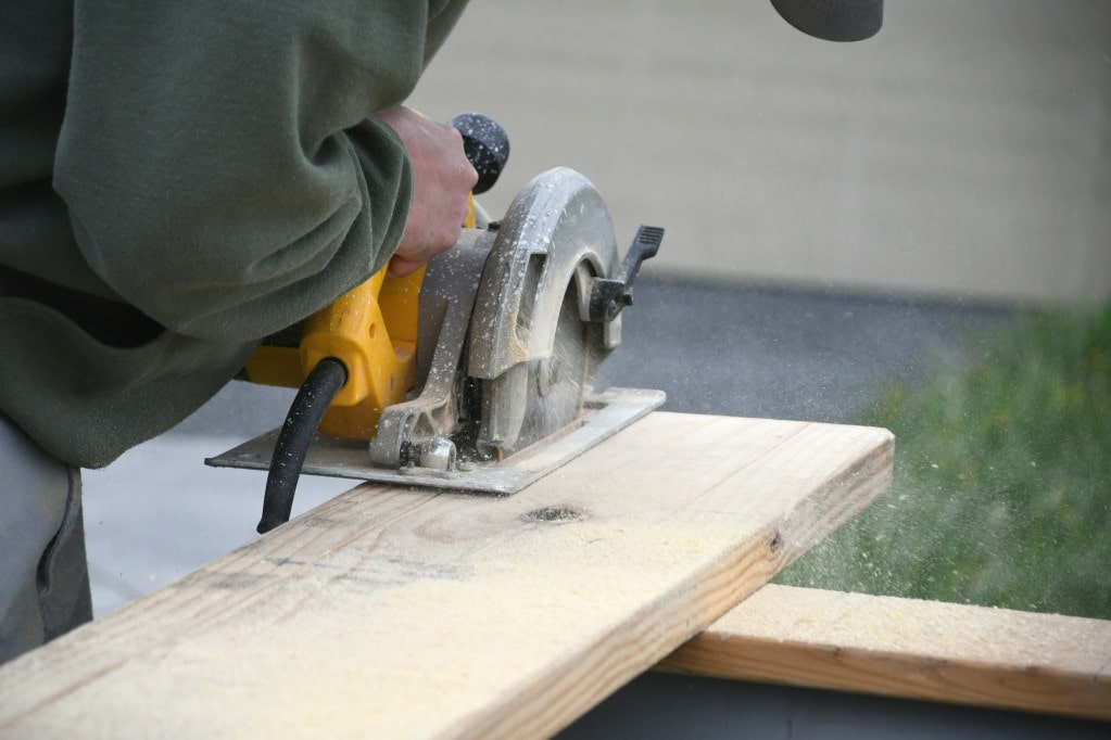 track saw being used by mantrack saw being used by man